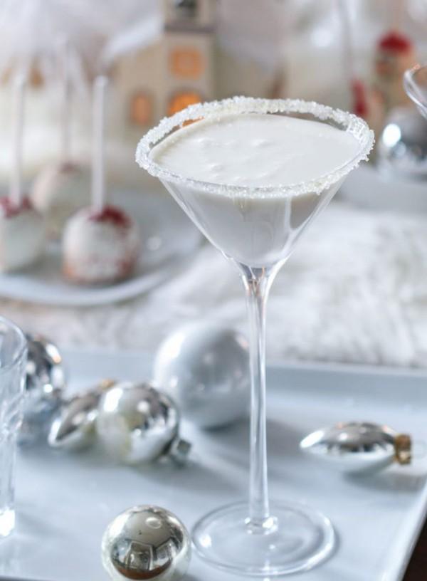 Festliche Cocktails zu Weihnachten und Silvester weißer Martini stilvoller Drink