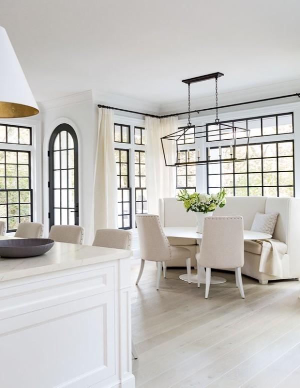 Frühstücksecken weiße Wohnküche mit gemütlicher Frühstücksecke perfekter Ort für gemütliche Wintermorgen