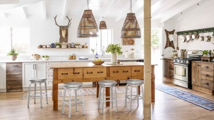 Kücheninsel ein alter langer Tisch aus Holz neue Funktionen Küche im Landhausstil
