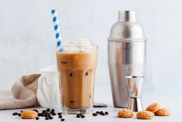 Kaffee trinken Cafe frappe in Griechenland beliebt