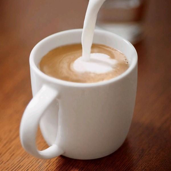 Kaffee trinken Kaffee mit Milch das beliebteste Getränke