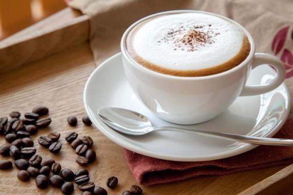 Kaffee trinken französisch Cafe au lait das traditionelle Frühstücksgetränk