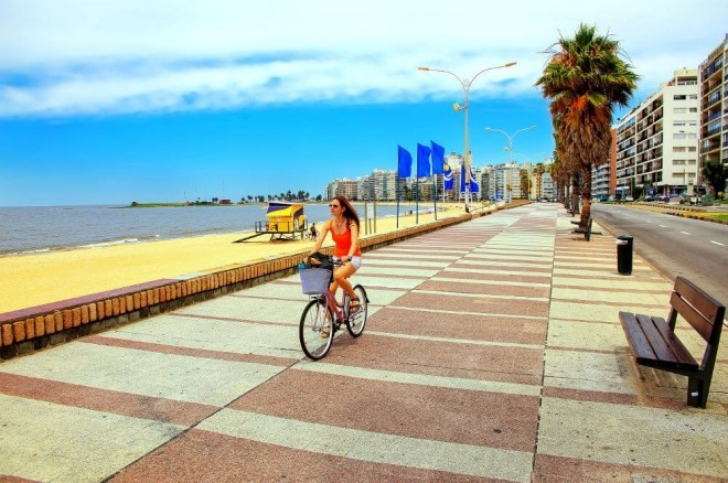 Reiseziele 2019 Panoramablick auf die Promenade in Montevideo Uruguay