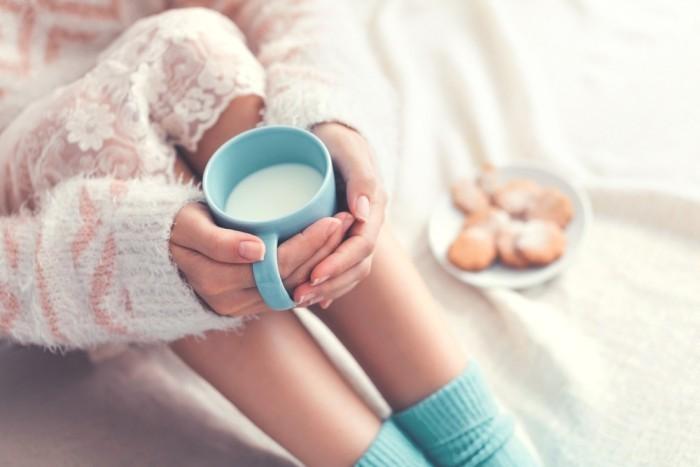 Schlafstörungen bekämpfen Getränke für einen besseren Nachtschlaf warme Milch