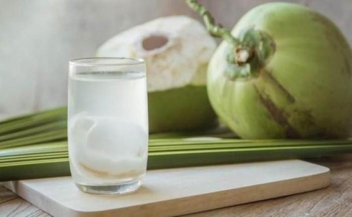 Schlafstörungen bekämpfen reines Kokosnusswasser trinken
