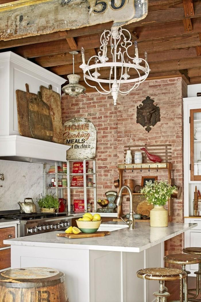 Weiße Kücheninsel passt in die Küche im Retro- und Landhausstil