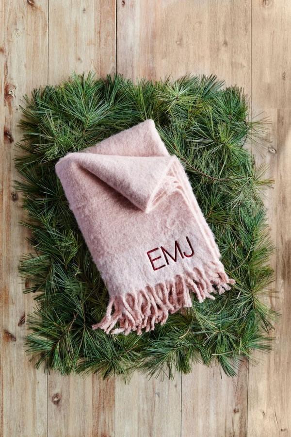 Weihnachtsgeschenke für Mama personalisiertes Präsent warmer Schal mit Initialen