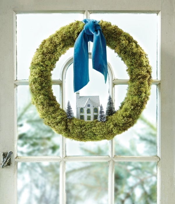 Weihnachtskranz aus künstlichem Moos blaue Schleife
