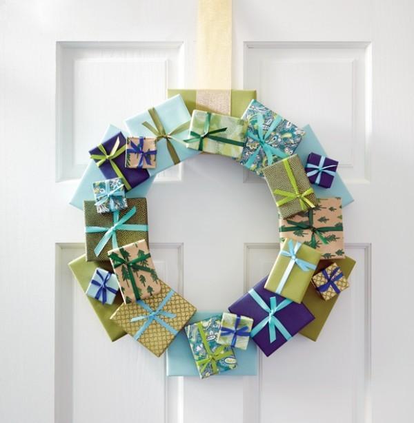 Weihnachtskranz aus kleinen geschenkschachteln