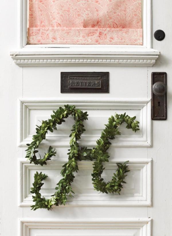 Weihnachtskranz grüne Initiale Buchsbaumzweige