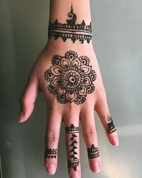 blume obere handseite tattoo ideen mit henna