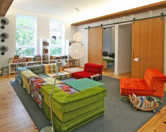 bodenkissen couch wohnzimmer ideen