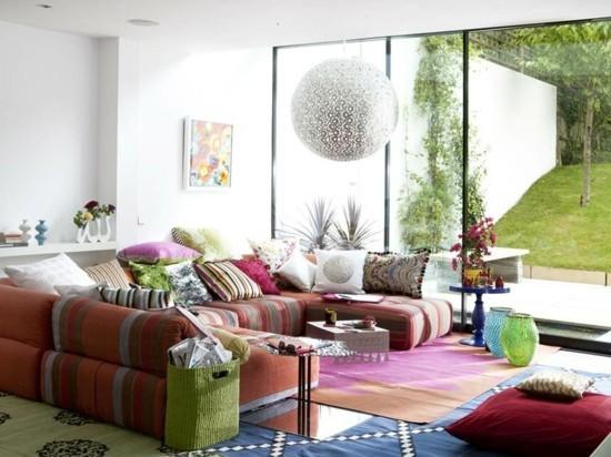 bodenkissen sofa im wohnzimmer
