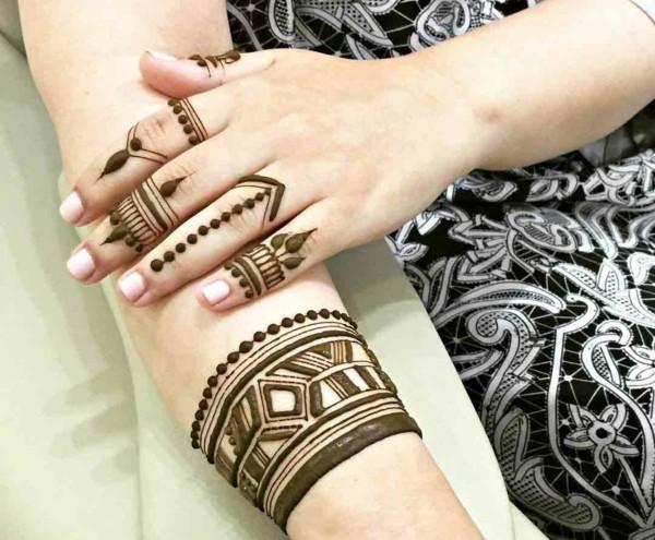 boho henna tattoo ideen finger hand