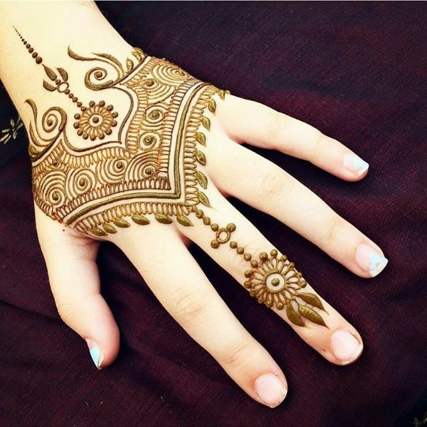 boho stil gold henna tattoo ideen hand
