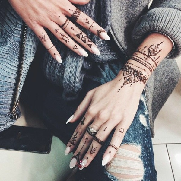 boho tribal tattoo ideen finger hand
