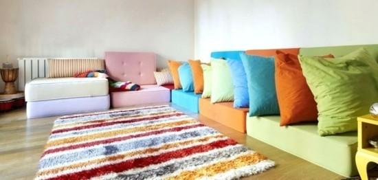 bunte bodenkissen couch ideen
