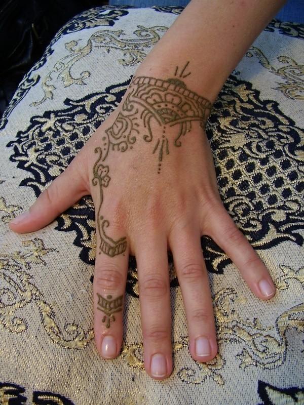 feine tattoo ideen henna hand