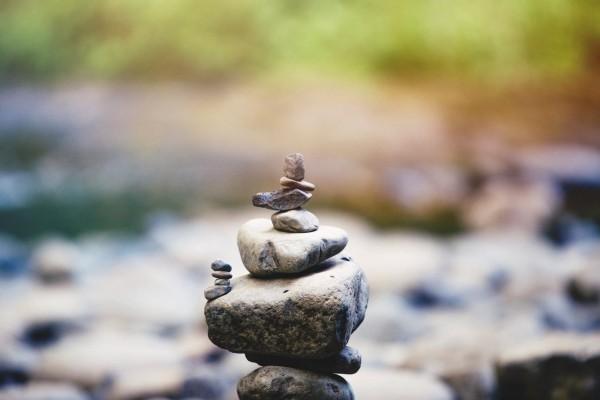 gesund leben steine im fluss