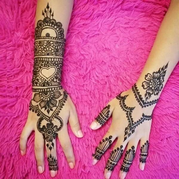henna tattoo ideen hand oberseite herzen