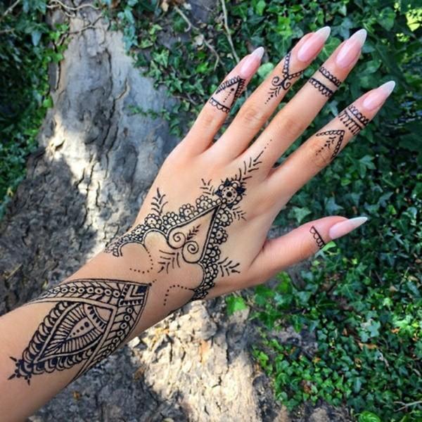 henna tattoo ideen hand spitze nägel