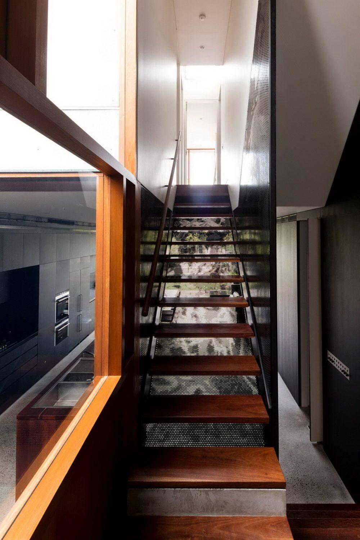 holz treppen und moderne inneneinrichtung