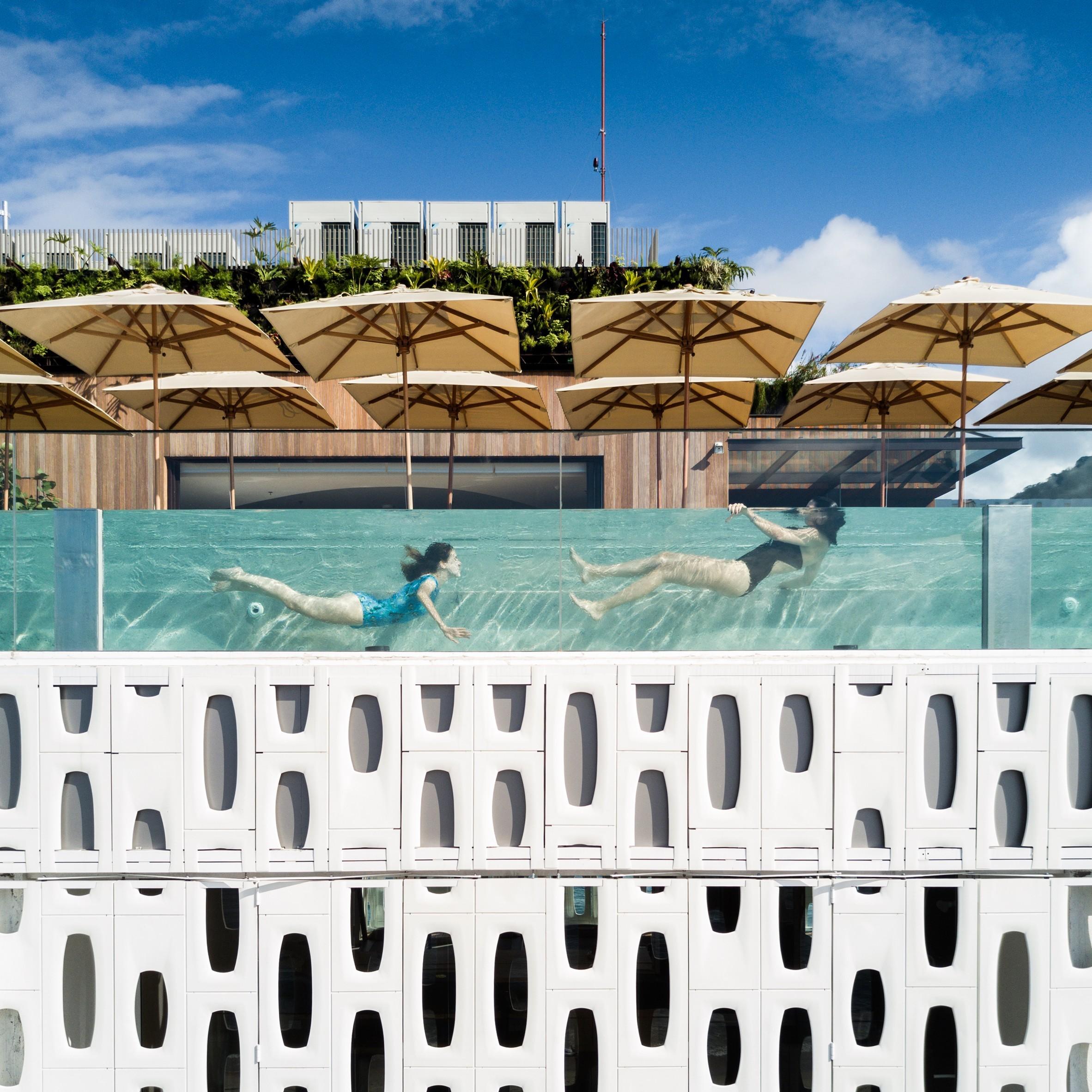luxushotels konzept mit schwimmen