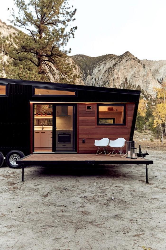 moderne architektur mit einem baum im hintergrund