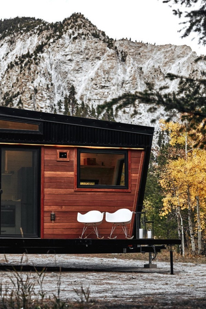 moderne architektur weiße stühle