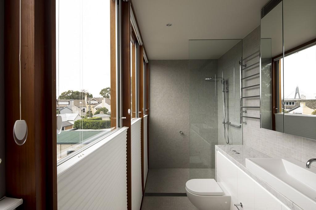 moderne inneneinrichtung weiße badezimmergestaltung