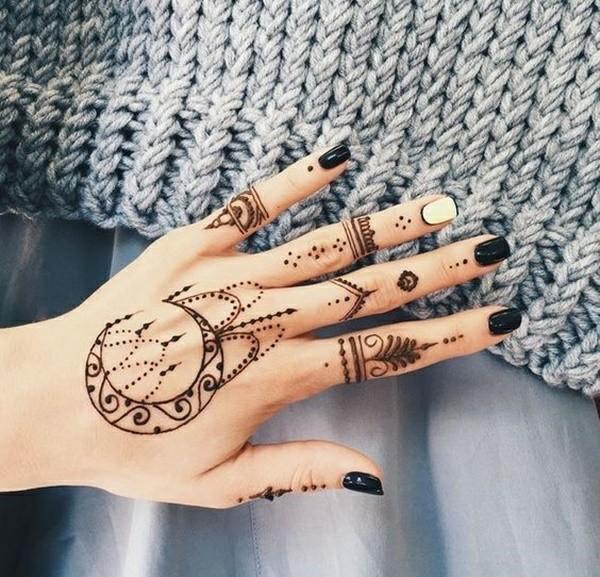 mondsichel henna tattoo ideen hand