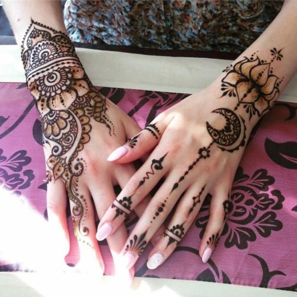 mondsichel lotos tattoo ideen henna
