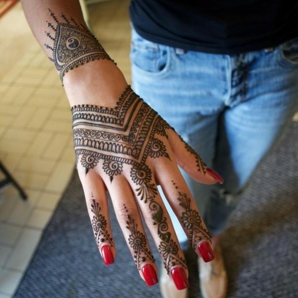 orientalische motive henna tattoo ideen hand