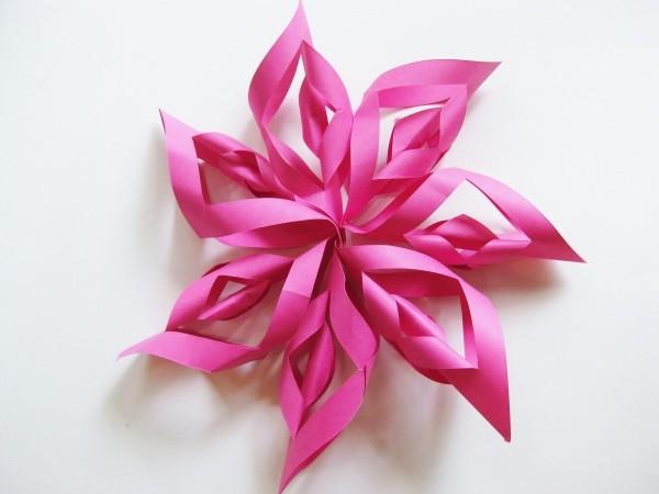 papiersterne basteln rot-rosa wandgestaltung