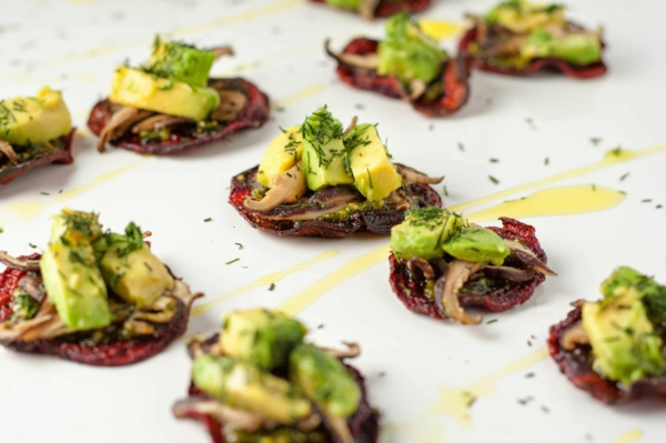 rote bete chips avocado dill fingerfood rezepte