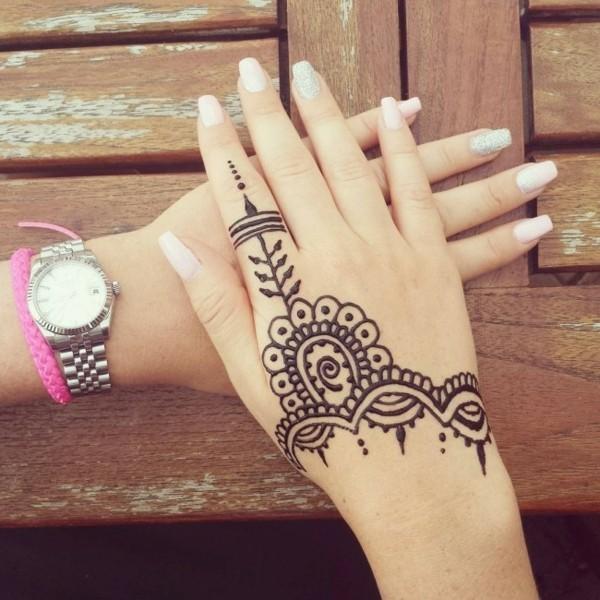 schlichte henna tattoo ideen hand