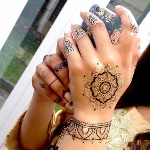 schwarz gold blume henna tattoo ideen