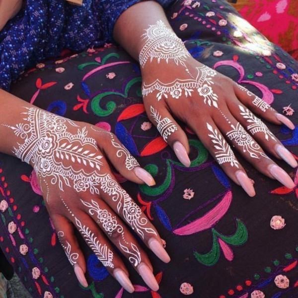 tattoo ideen hände weiße henna