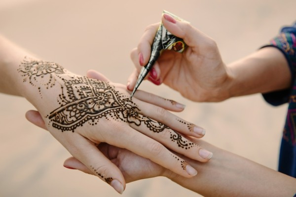 traditionelle henna hand tattoo ideeen