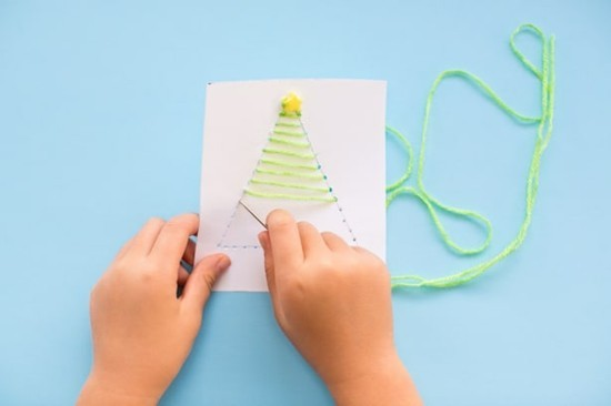 weihnachtskarten basteln mit kindern garn tannenbaum