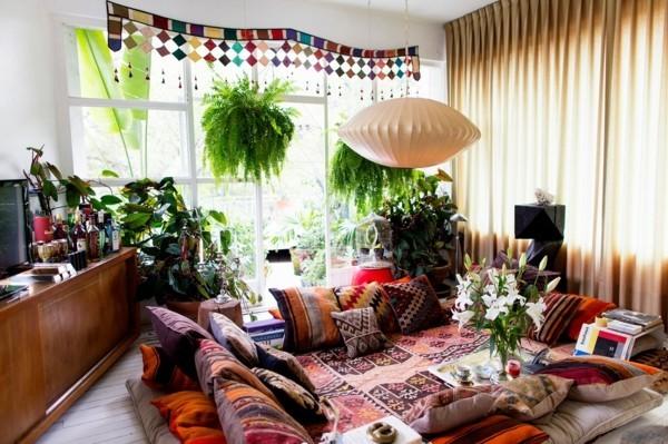 wohnzimmer orientalisch einrichten mit kissen