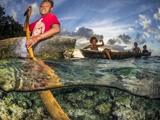 "2018 Ocean Art Contest 2. Platz Pier Mane ""Team Solomon"", Paddler aus den Solomonen"