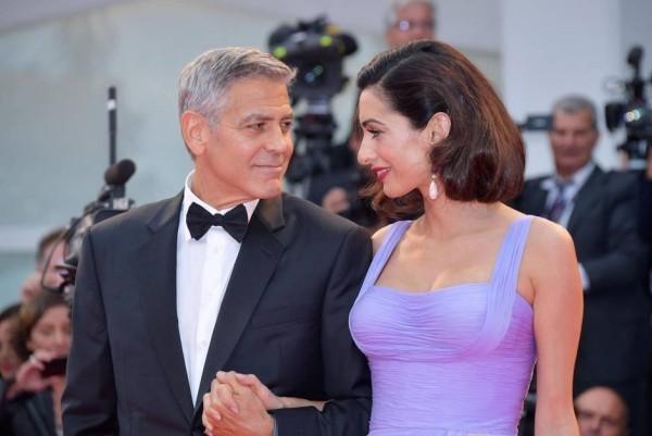 Amal und George Clooney strahlen Liebe aus
