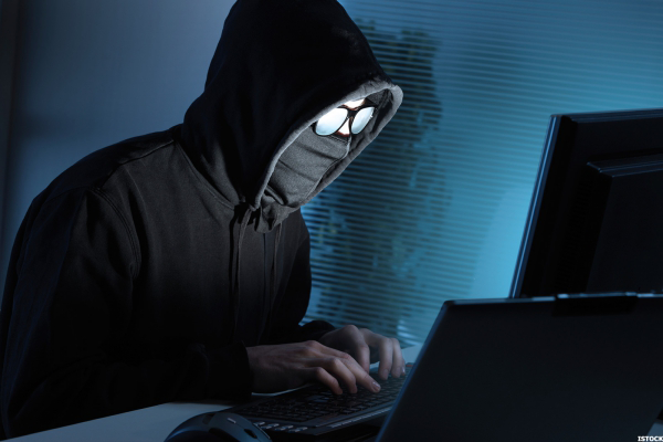 Datendiebstahl Mensch mit Maske