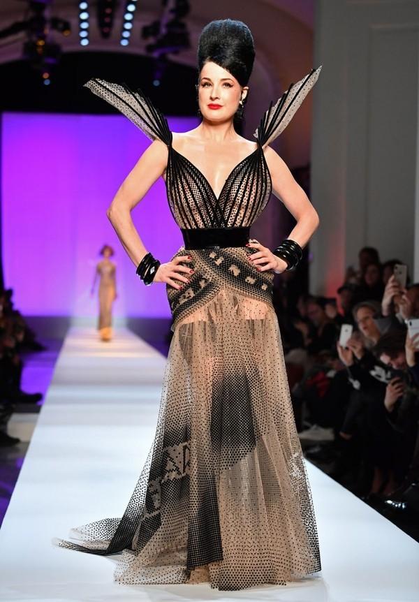 Dita von Teese letzte Woche in Paris Bustierkleid von Jean-Paul Gaultier