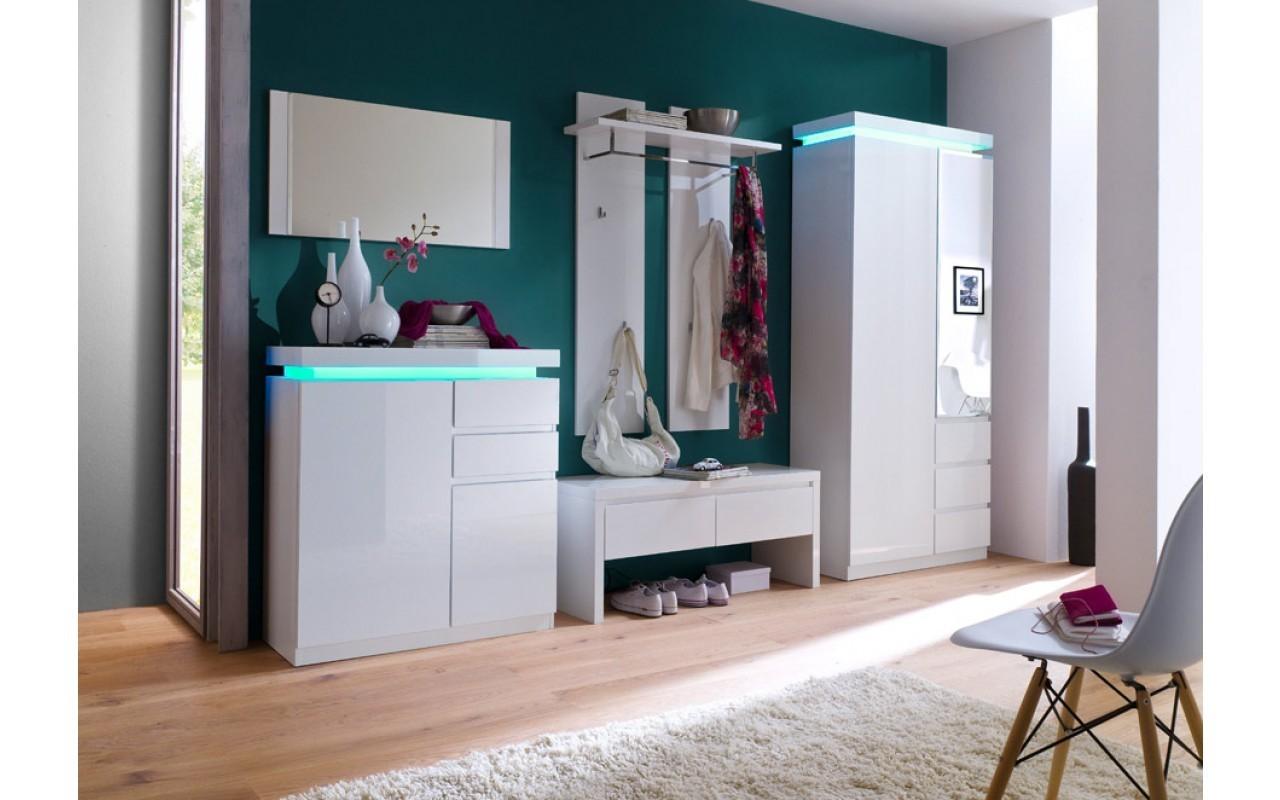 Flurgestaltung moderne grüne Wand und weiße Möbel