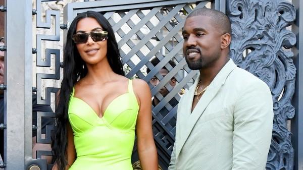 Gelb und Weiß Kim Kardashian und Kanye West