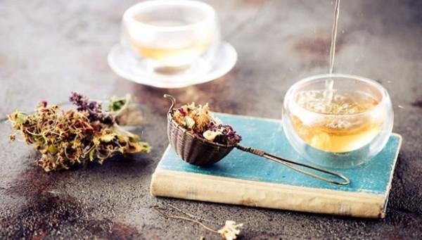 Kräuter gegen Husten Kräutertee kochen und genießen