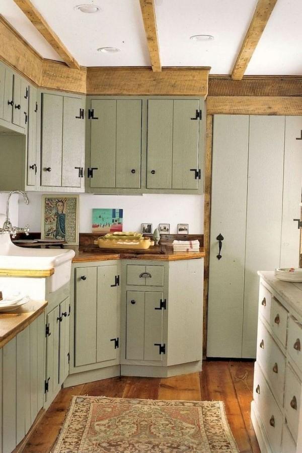 Landhausküche Küchenschränke klassisch in Pastellgrün