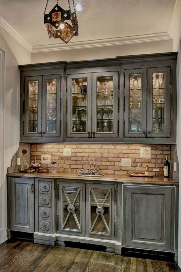 Landhausküche Zeilenküche Kachelwand graue rustikale Küchenschränke